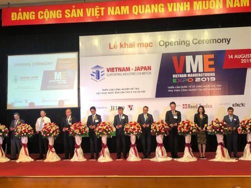 Ouverture des expositions sur les industries auxiliaires et manufacturieres a Hanoi hinh anh 1