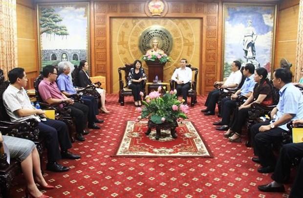 La vice-presidente offre des cadeaux aux victimes du typhon Wipha a Thanh Hoa hinh anh 1