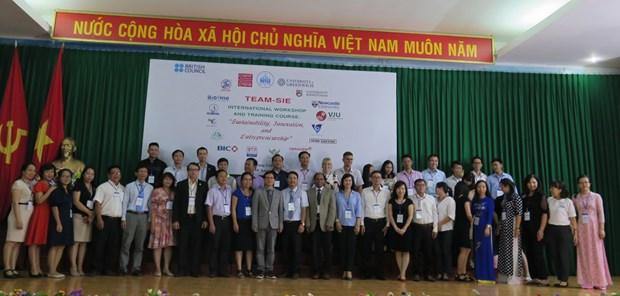 Conference sur le developpement durable, l'innovation et l'esprit entrepreneurial a Nha Trang hinh anh 1