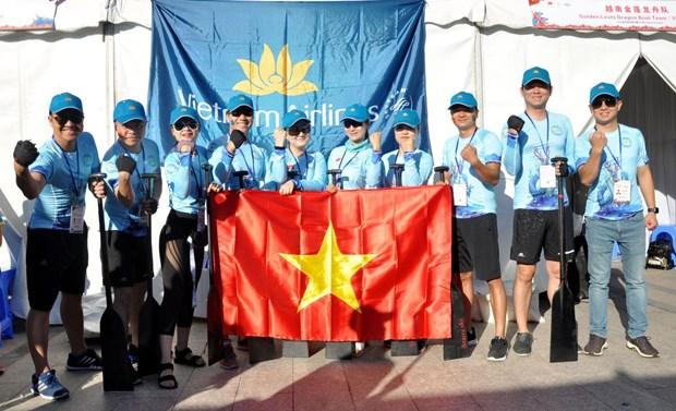 Vietnam Airlines participe a la course internationale des bateaux-dragons de Shanghai hinh anh 1
