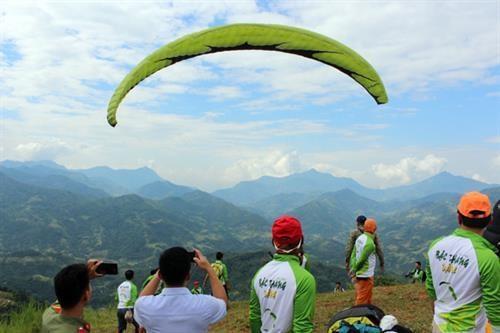 Activites sportives animees a la Semaine culturelle des rizieres en terrasse de Hoang Su Phi hinh anh 1