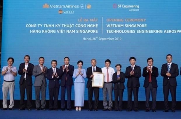 Aviation: lancement de la Sarl de Techniques et de Technologies aeronautiques Vietnam-Singapour hinh anh 1