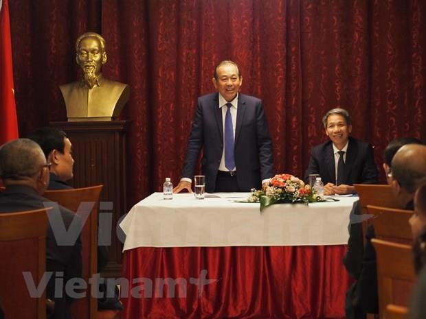 Le vice-Premier ministre Truong Hoa Binh rencontre des Vietnamiens en Bulgarie hinh anh 1