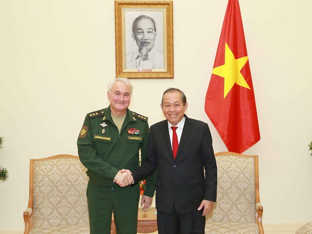 Le vice-Premier permanent Truong Hoa Binh recoit le vice-ministre russe de la Defense hinh anh 1