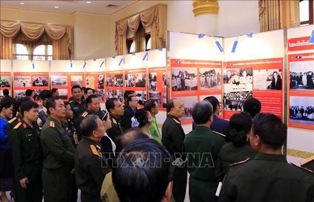 Exposition celebrant la Journee des soldats volontaires et experts vietnamiens au Laos hinh anh 1