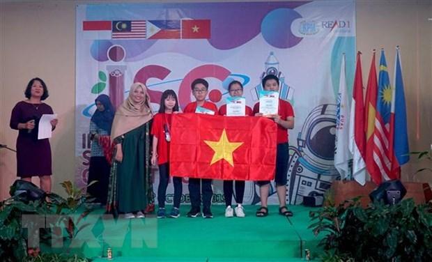 Des eleves de Hanoi primes au concours scientifique ISC 2019 en Indonesie hinh anh 1