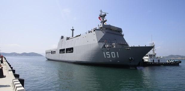 Un navire de la Marine birmane au port de Cam Ranh hinh anh 1
