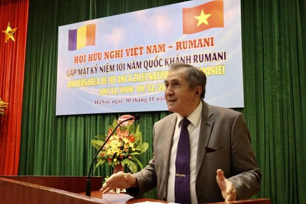 Rencontre d'amitie en l'honneur de la 101e Fete nationale roumaine hinh anh 1