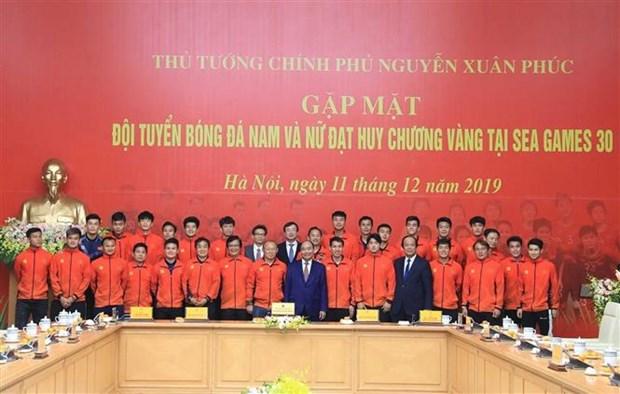 Le Premier ministre salue les exploits des equipes de football masculin et feminin aux SEA Games 30 hinh anh 1