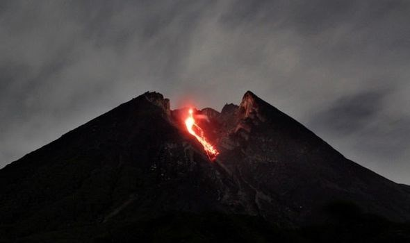 Indonesie : le volcan du mont Merapi entre en eruption hinh anh 1