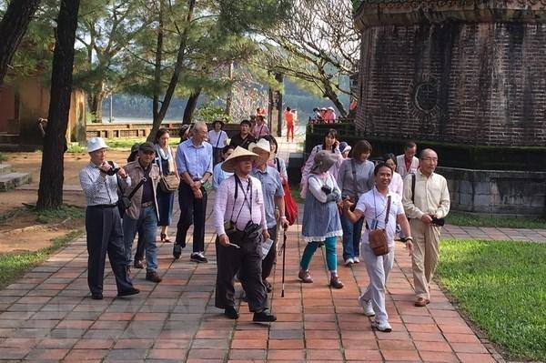 Vietnam et Japon renforcent leur cooperation dans l'economie, le travail et le tourisme hinh anh 1