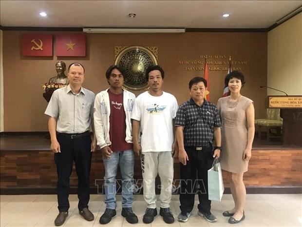 Le Vietnam recoit deux pecheurs sauves dans le golfe de Thailande hinh anh 1