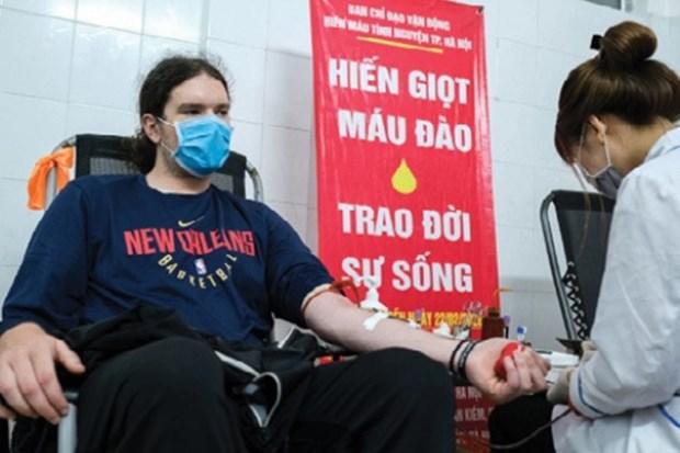 Un etranger vivant au Vietnam encourage le don de sang hinh anh 1