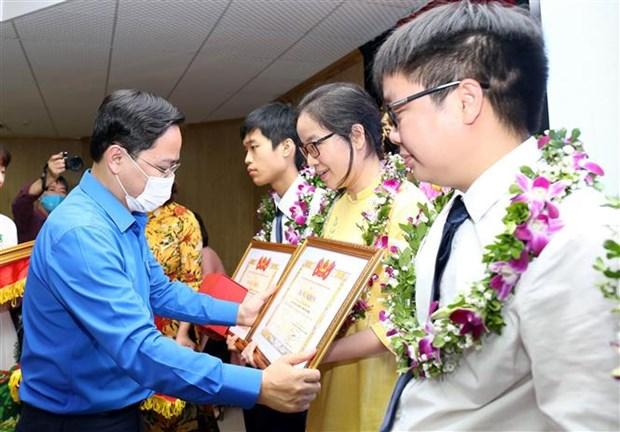 Dix jeunes personnalites exemplaires du Vietnam de 2019 a l'honneur hinh anh 1