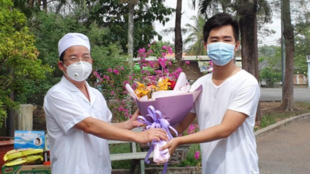Dong Nai: le premier patient de COVID-19 est sorti de l'hopital hinh anh 1