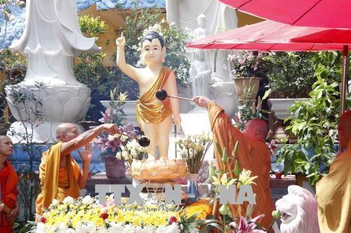 Le Vesak 2020 celebre au Laos hinh anh 1