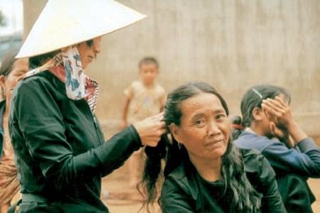 Une Japonaise au service des campagnards vietnamiens hinh anh 1