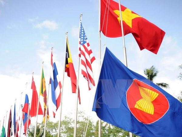 Ceremonie de lever du drapeau de l'ASEAN au Cambodge hinh anh 1