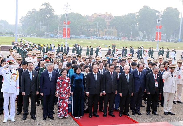 Hommage au President Ho Chi Minh a l'occasion du 10e Congres national d'emulation patriotique hinh anh 1