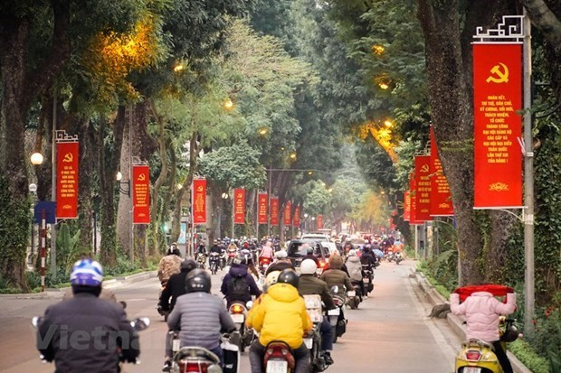 Hanoi est embelli pour accueillir le 13e Congres national du Parti hinh anh 2