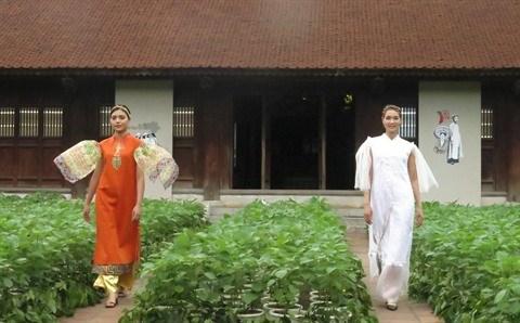 Hanoi met l'ao dai a l'honneur hinh anh 1