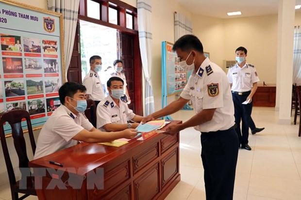 Ba Ria-Vung Tau: vote anticipe pour les soldats et pecheurs en mer hinh anh 2