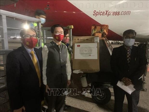 Le Vietnam fait don de materiel medical a l'Inde dans la lutte contre le COVID-19 hinh anh 1