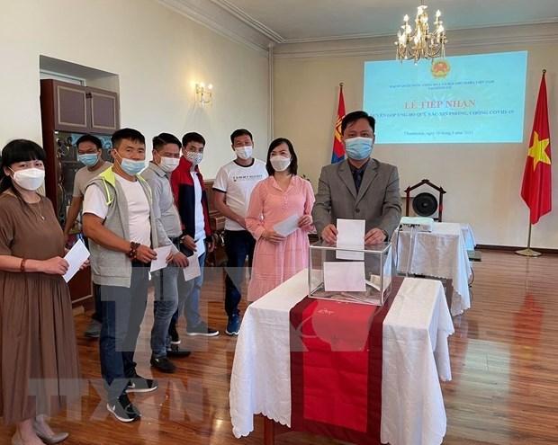 La communaute vietnamienne en Mongolie fait des dons pour soutenir la lutte contre le COVID-19 hinh anh 1