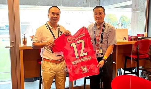 Le club japonais Cerezo Osaka veut renforcer sa cooperation avec les clubs de football vietnamiens hinh anh 1