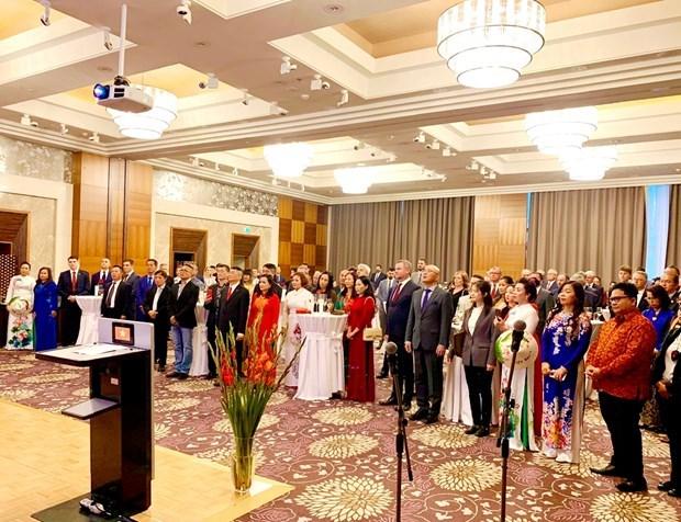 Les relations d'amitie traditionnelle Vietnam-Slovaquie se developpent heureusement hinh anh 1