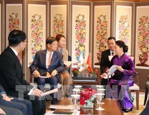 La presidente de l'AN vietnamienne rencontre des representants de groupes sud-coreens hinh anh 1