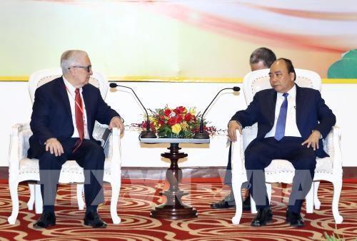 Le PM rencontre des entreprises et investisseurs a Nghe An hinh anh 1