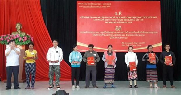 Kon Tum : acces de plusieurs Laotiens a la nationalite vietnamienne hinh anh 1