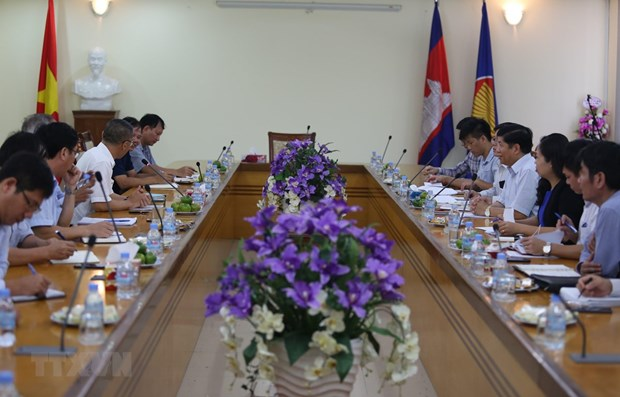 Une delegation intersectorielle vietnamienne au Cambodge hinh anh 1