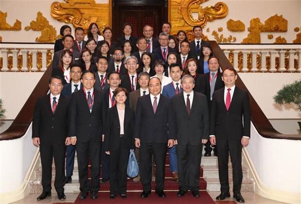 Le PM recoit des hommes d'affaires singapouriens hinh anh 1