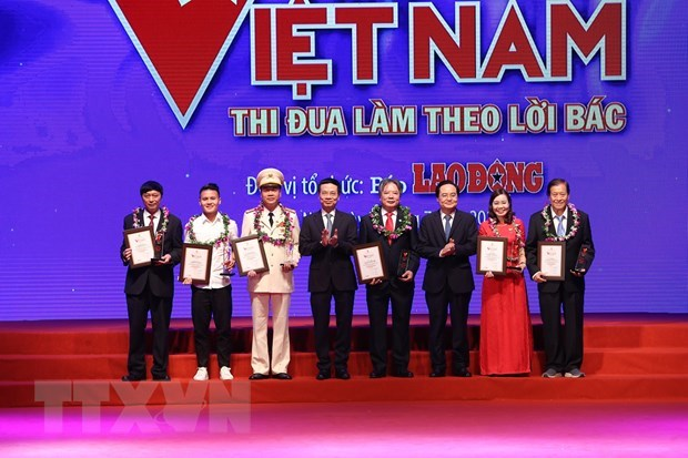 Le secteur de la sante honore au programme « Gloire du Vietnam » hinh anh 3