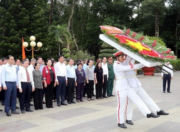 La presidente de l'AN rend hommage aux Morts pour la Patrie hinh anh 1