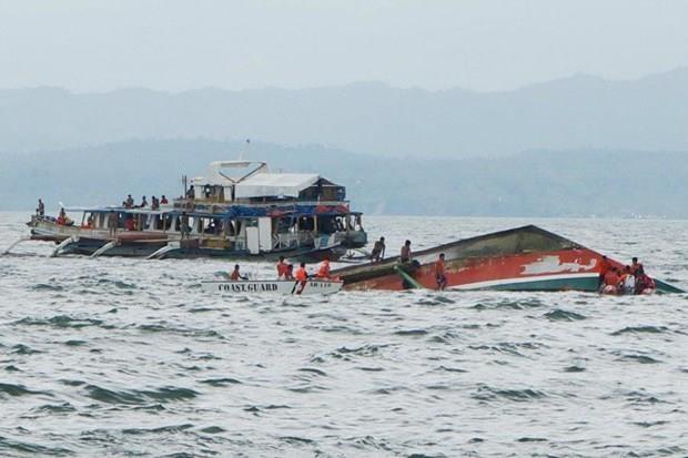 Philippines : au moins sept morts apres le naufrage de deux bateaux hinh anh 1