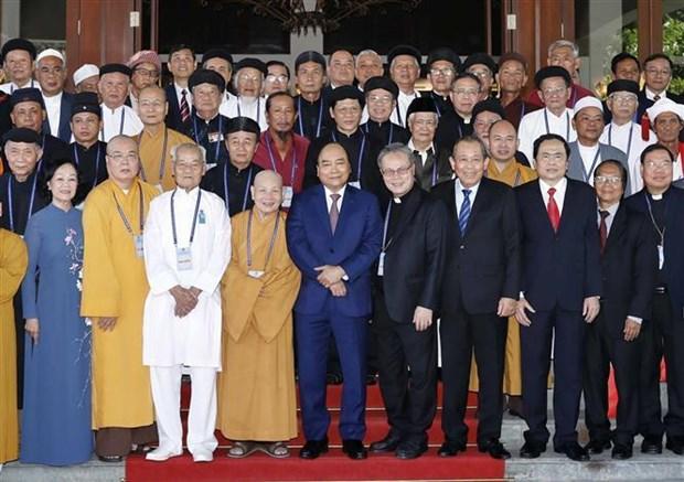 Le PM rencontre des dignitaires et subordonnes religieux exemplaires hinh anh 1