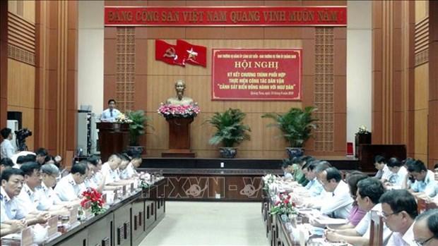 Quang Nam : les garde-cotes aux cotes des pecheurs locaux hinh anh 1