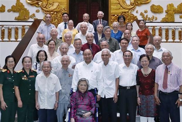 Le PM rencontre des cadres ayant servi le President Ho Chi Minh hinh anh 1
