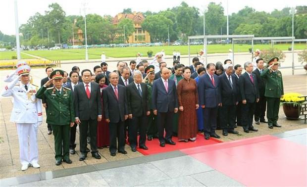 Hommage au President Ho Chi Minh a l'occasion de la Fete nationale hinh anh 1