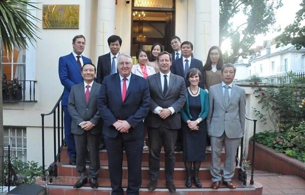 Renforcement des relations economiques avec le Royaume-Uni hinh anh 1