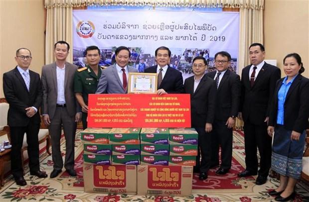 Aides vietnamiennes pour les sinistres des inondations au Laos hinh anh 1
