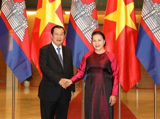 La presidente de l'Assemblee nationale rencontre le PM cambodgien hinh anh 1