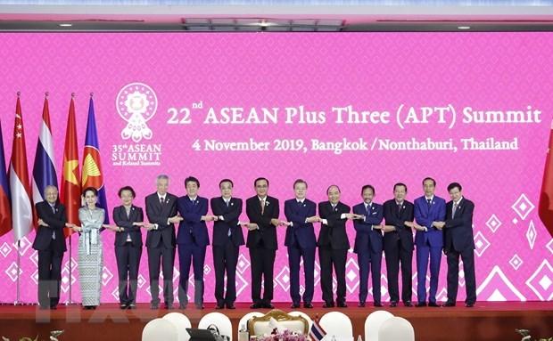 Le PM Nguyen Xuan Phuc au 22e Sommet de l'ASEAN+3 hinh anh 1