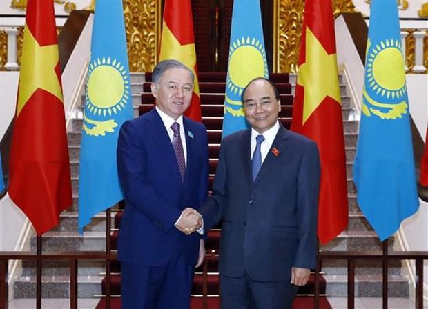 Le PM recoit le president de la Chambre basse du Parlement du Kazakhstan hinh anh 1
