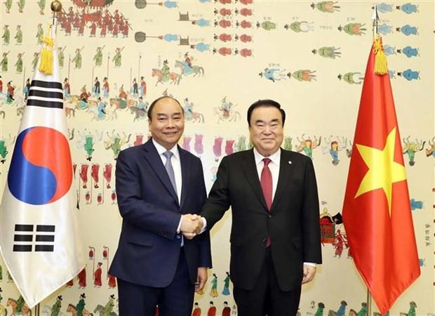 Le PM Nguyen Xuan Phuc rencontre le president de l'Assemblee nationale sud-coreenne hinh anh 1