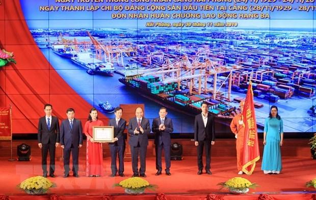 Le PM participe a la ceremonie marquant la Journee des ouvriers du port de Hai Phong hinh anh 1