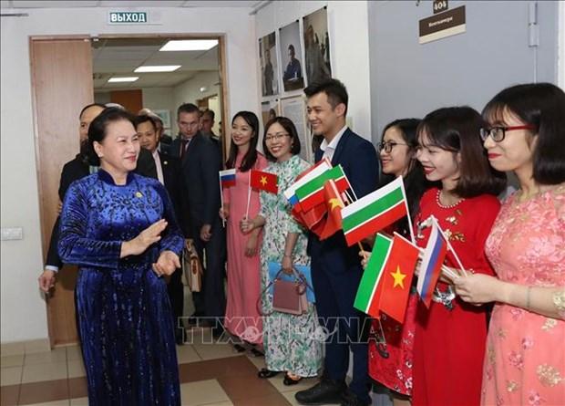 La presidente de l'AN rencontre des Vietnamiens au Tatarstan (Russie) hinh anh 1